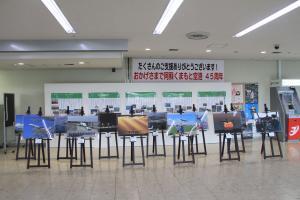 写真コンクールの入賞作品と阿蘇くまもと空港の歴史についての展示